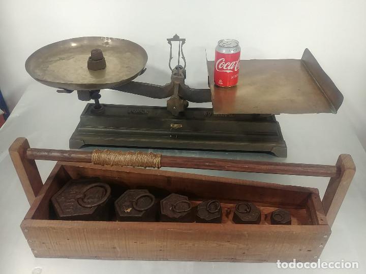 ANTIGUA BALANZA DE PLATOS ALCANCE 30 KG + JUEGO DE PESAS (Antigüedades - Técnicas - Medidas de Peso - Básculas Antiguas)