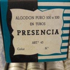 Antigüedades: CAJA CON 12 CARRETES DE HILO BLANCO DE ALGODÓN Nº 50. PRESENCIA. 420 METROS (II). Lote 237692875
