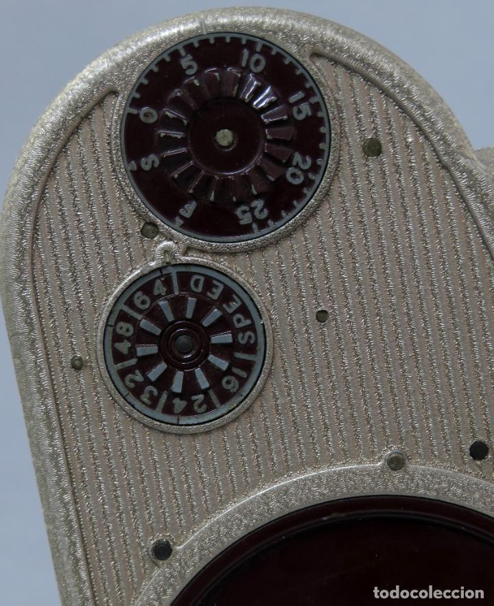 Antigüedades: Cámara de cine tomavistas inglesa Bell & Howell Sportster años 30 - Foto 8 - 237696115
