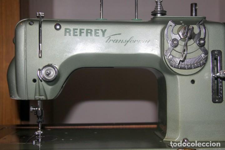 Antigüedades: Máquina de coser Refrey Transforma - automática - CON MUEBLE - Foto 2 - 237934580