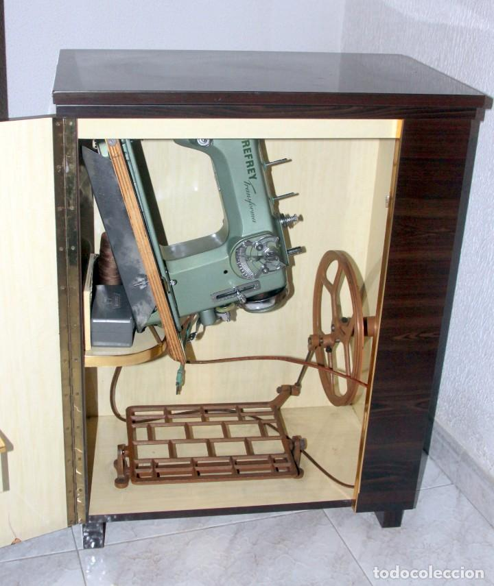 Antigüedades: Máquina de coser Refrey Transforma - automática - CON MUEBLE - Foto 3 - 237934580