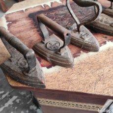 Oggetti Antichi: LOTE DE 6 PLANCHAS DE HIERRO ANTIGUAS.. Lote 238022510