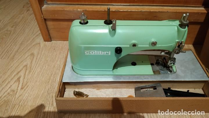 MAQUINA DE COSER PORTATIL COLIBRI 1960 (Antigüedades - Técnicas - Máquinas de Coser Antiguas - Otras)