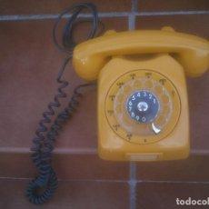 Teléfonos: ANTIGUO TELÉFONO MODELO F68 EN AMARILLO MOSTAZA DE LOS AÑOS 60S.. Lote 238341395