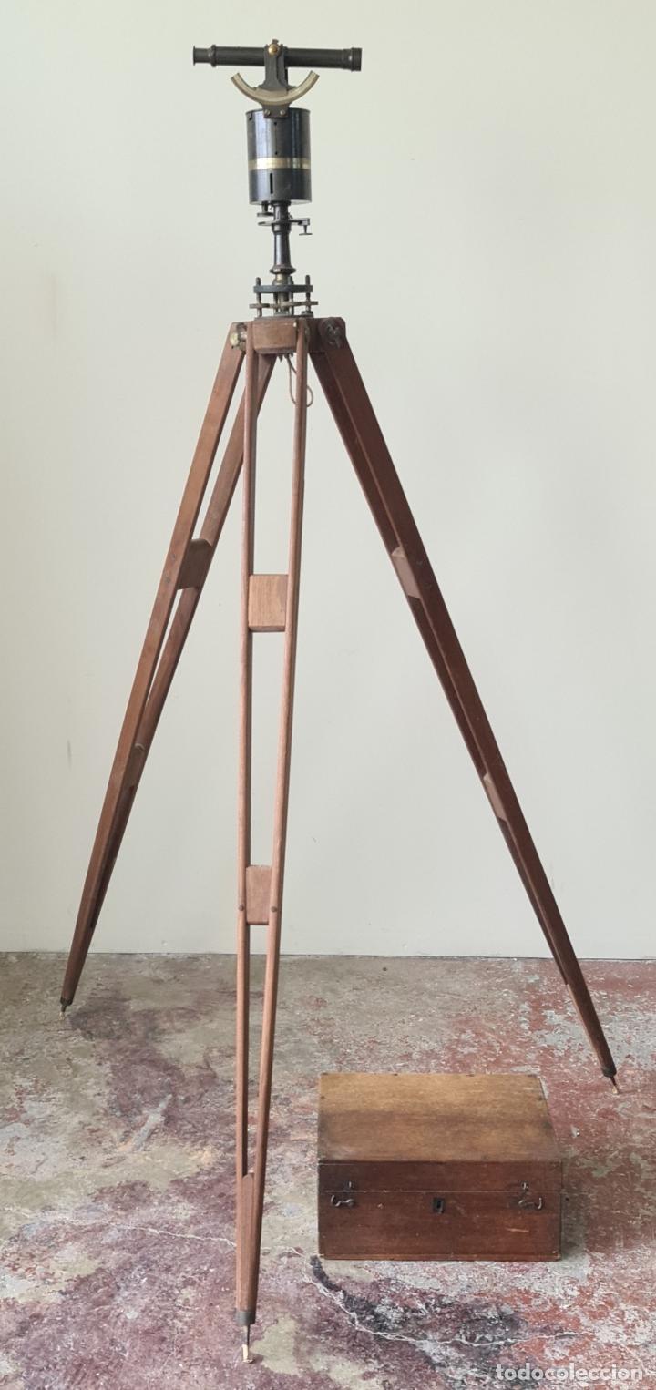 TEODOLITO DE NIVEL. J. ROSELL. BARCELONA. CAJA Y TRÍPODE ORIGINAL. SIGLO XIX. (Antigüedades - Técnicas - Otros Instrumentos Ópticos Antiguos)