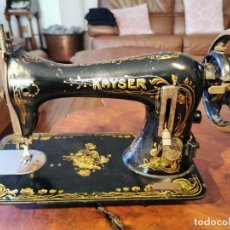 Antigüedades: MUY ANTIGUA MAQUINA DE COSER KAYSER. Lote 238428130