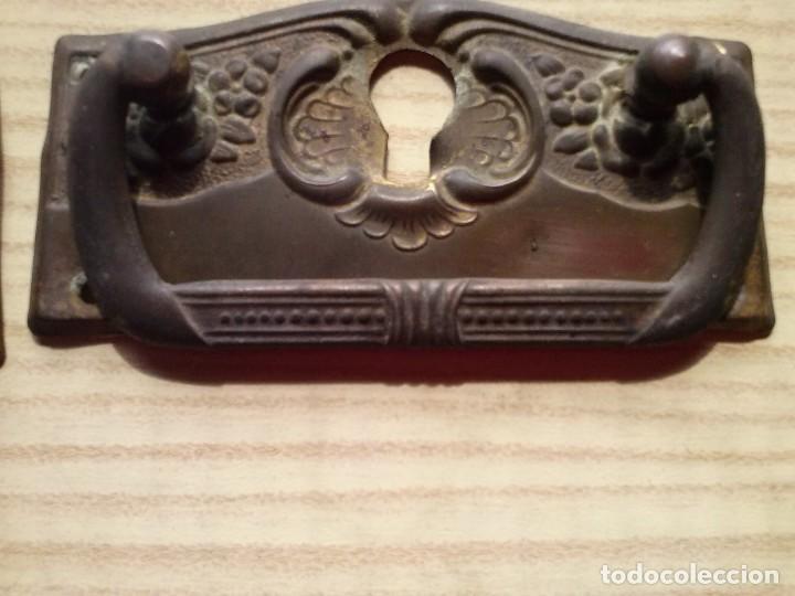 Antigüedades: Tiradores pomos armario y comoda laton bronce años 50 - Foto 9 - 238461015