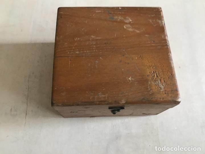 Antigüedades: Brújula alemana metálica en su caja de madera, hacia 1950 - Foto 3 - 238475695