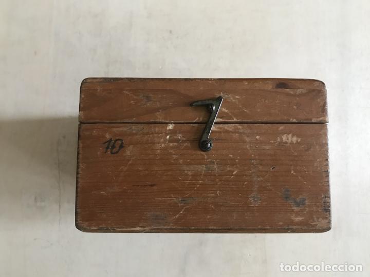 Antigüedades: Brújula alemana metálica en su caja de madera, hacia 1950 - Foto 4 - 238475695
