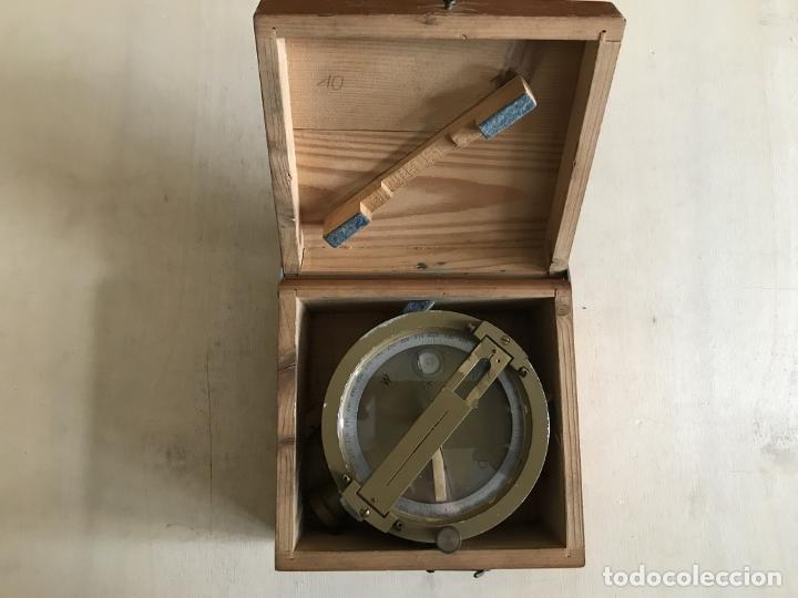 Antigüedades: Brújula alemana metálica en su caja de madera, hacia 1950 - Foto 5 - 238475695