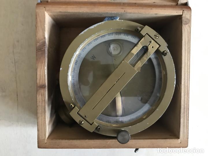 Antigüedades: Brújula alemana metálica en su caja de madera, hacia 1950 - Foto 6 - 238475695
