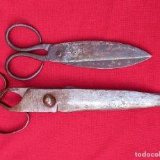 Antigüedades: LOTE DE DOS TIJERAS ANTIGUAS EN HIERRO FORJADO:. Lote 238499570