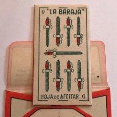 Antigüedades: CUCHILLA DE AFEITAR LA BARAJA NUEVE 9 DE ESPADAS. 0,25 PTAS. HOJA. Lote 238722350
