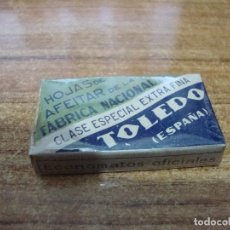 Antigüedades: PAQUETE 10 HOJAS CUCHILLA DE AFEITAR PRECINTADA TOLEDO. Lote 238760905