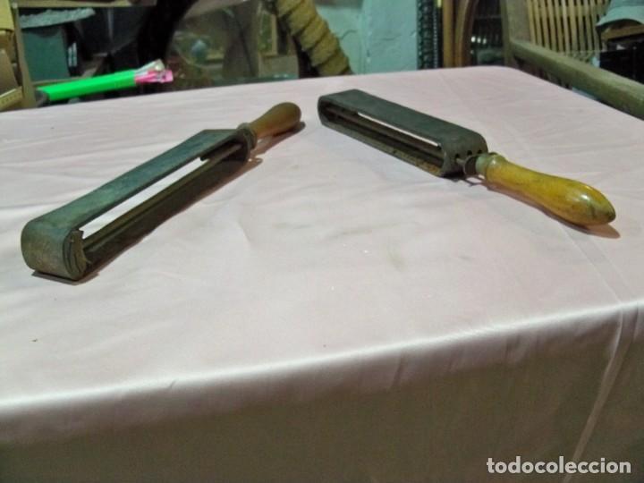 Antigüedades: 2 Antiguos afiladores suavizadores de navajas de barberos - Foto 3 - 238887920