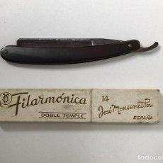 Antigüedades: NAVAJA DE AFEITAR FILARMÓNICA 14, DOBLE TEMPLE - JOSÉ MONTSERRAT POU - CON CAJA ORIGINAL. Lote 239016995