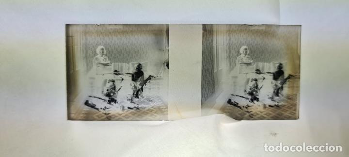 Antigüedades: CONJUNTO DE VISOR ESTEREOSCÓPICO PLANOX Y 126 PLACAS DE CRISTAL. SIGLO XX. - Foto 8 - 239383130