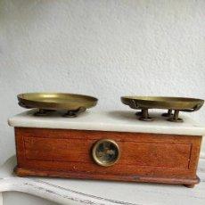 Antigüedades: BASCULA DE FARMACIA. Lote 105855524