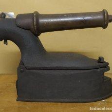 Antigüedades: PLANCHA INDUSTRIAL DE CARBÓN. Lote 239589710