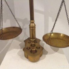 Antigüedades: UN BALANZA DE COBRE CON SU MEDIDA. Lote 239705045