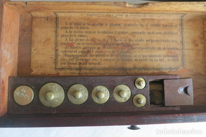Antigüedades: Balanza de ponderales para el peso de moneda de José Farriols 1865 a 1890 - Foto 4 - 240243845