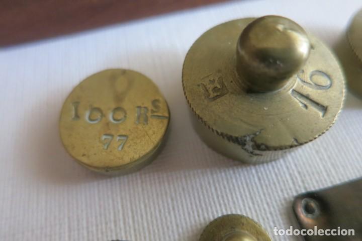 Antigüedades: Balanza de ponderales para el peso de moneda de José Farriols 1865 a 1890 - Foto 6 - 240243845