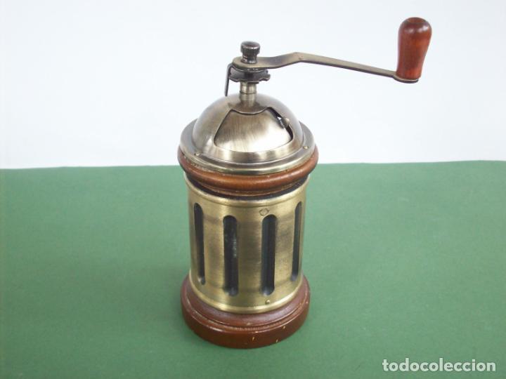 MOLINILLO DE CAFE REDONDO . (Antigüedades - Técnicas - Molinillos de Café Antiguos)