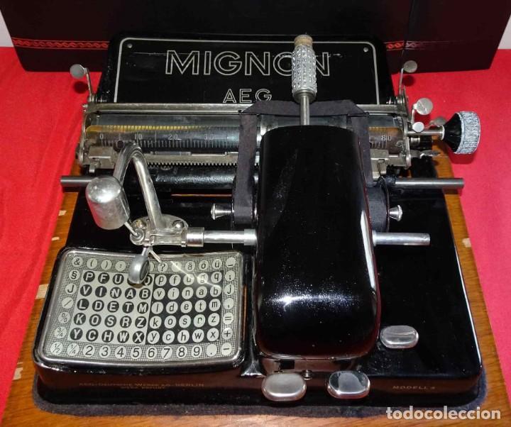 Antigüedades: Máquina de escribir MIGNON nº 4, c1925, con estuche de madera - Foto 2 - 240426025