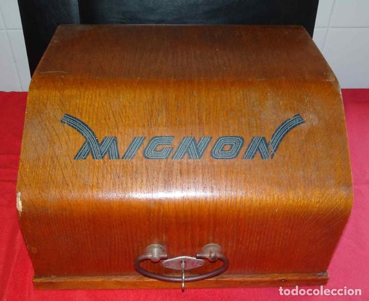 Antigüedades: Máquina de escribir MIGNON nº 4, c1925, con estuche de madera - Foto 11 - 240426025