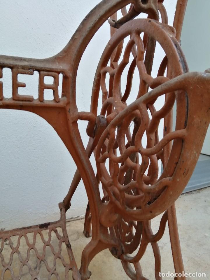 Antigüedades: Antiguas patas de mesa para maquina de coser SINGER pie pedal hierro fundido costura - Foto 5 - 240522550