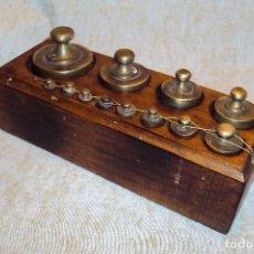 Oggetti Antichi: PESAS / BALANZA DE 1 KGS (MADERA CLARA). Lote 240649060
