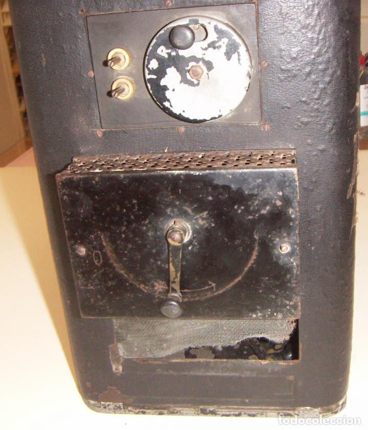 Antigüedades: Antiguo Proyector con caja años 20 - Foto 4 - 240912160