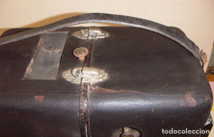 Antigüedades: Antiguo Proyector con caja años 20 - Foto 6 - 240912160