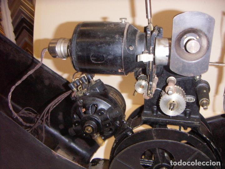 Antigüedades: Antiguo Proyector con caja años 20 - Foto 9 - 240912160