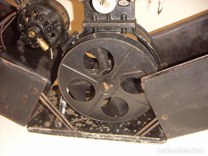 Antigüedades: Antiguo Proyector con caja años 20 - Foto 10 - 240912160