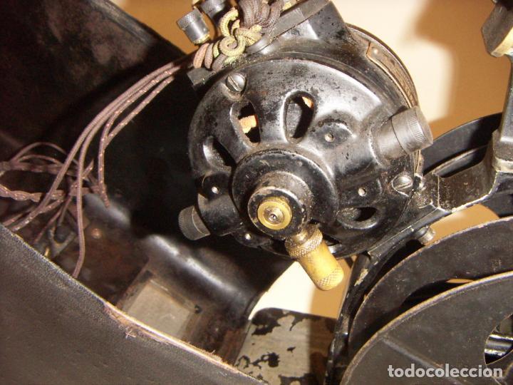 Antigüedades: Antiguo Proyector con caja años 20 - Foto 11 - 240912160