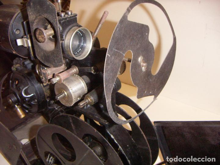 Antigüedades: Antiguo Proyector con caja años 20 - Foto 14 - 240912160