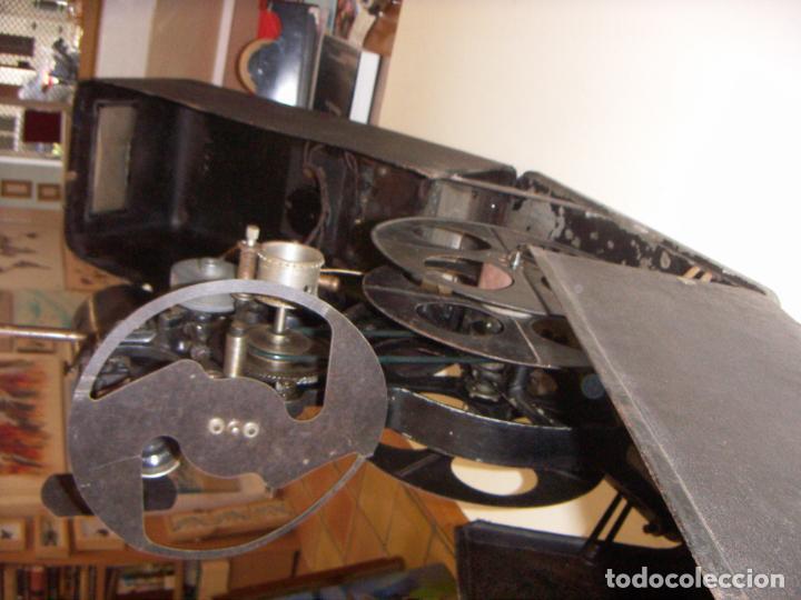 Antigüedades: Antiguo Proyector con caja años 20 - Foto 17 - 240912160
