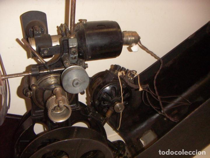 Antigüedades: Antiguo Proyector con caja años 20 - Foto 18 - 240912160