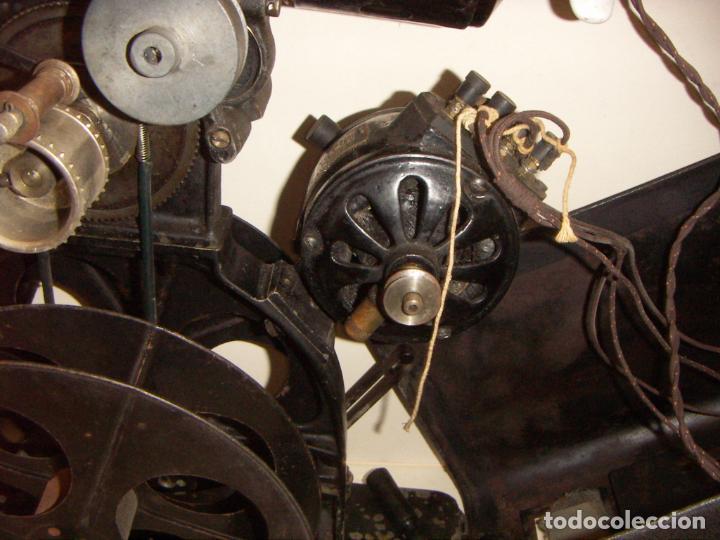 Antigüedades: Antiguo Proyector con caja años 20 - Foto 19 - 240912160