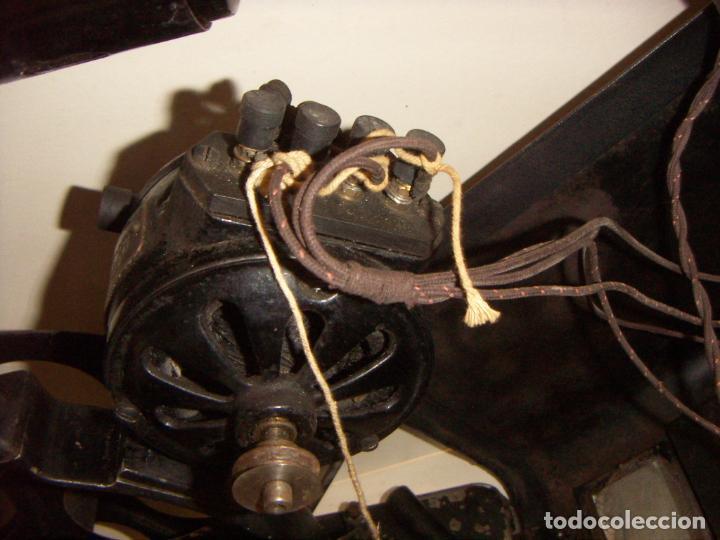 Antigüedades: Antiguo Proyector con caja años 20 - Foto 21 - 240912160