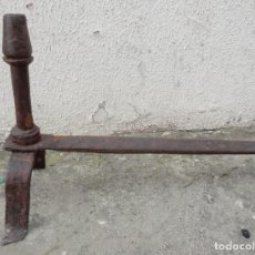 Antigüedades: MORILLO ANTIGUO DE FORJA PARA CHIMENEA REFERENCIA 7 SXVIII. Lote 240931510