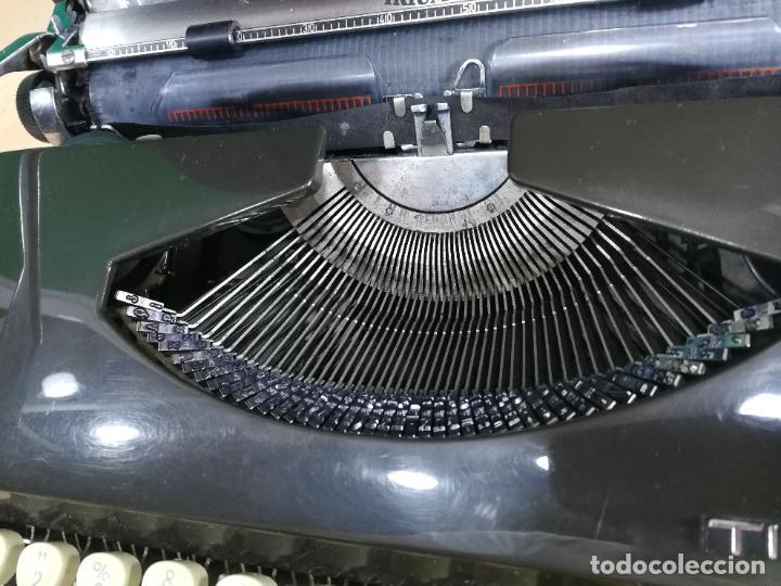 Antigüedades: Máquina de escribir portatil TRIUMF model Tippa, MUY BOTITA, FUNCIONANDO - Foto 11 - 240955430
