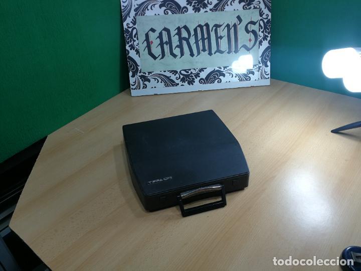 Antigüedades: Máquina de escribir portatil TRIUMF model Tippa, MUY BOTITA, FUNCIONANDO - Foto 12 - 240955430
