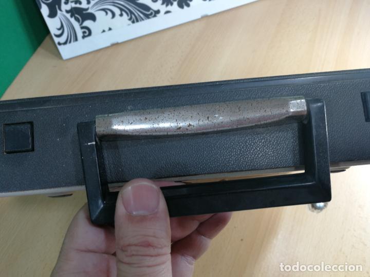 Antigüedades: Máquina de escribir portatil TRIUMF model Tippa, MUY BOTITA, FUNCIONANDO - Foto 15 - 240955430