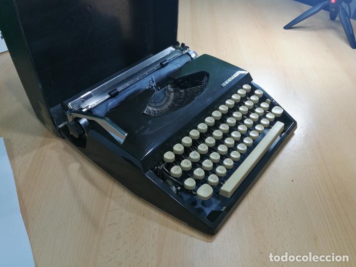 Antigüedades: Máquina de escribir portatil TRIUMF model Tippa, MUY BOTITA, FUNCIONANDO - Foto 16 - 240955430