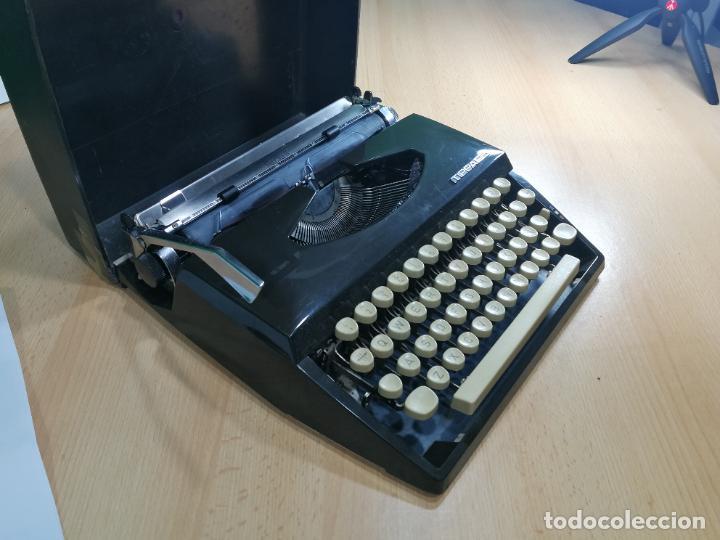 Antigüedades: Máquina de escribir portatil TRIUMF model Tippa, MUY BOTITA, FUNCIONANDO - Foto 19 - 240955430