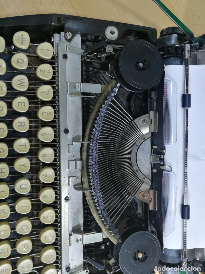 Antigüedades: Máquina de escribir portatil TRIUMF model Tippa, MUY BOTITA, FUNCIONANDO - Foto 23 - 240955430