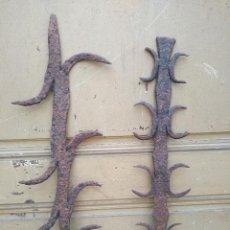 Antigüedades: ANTIGUAS REJAS DE HIERRO FORJADO PARA VENTANA - LLANGARDAIX. Lote 241001095