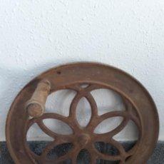 Antigüedades: RUEDA VOLANTE HIERRO METAL MOLINO CAFE ANTIGUO. Lote 241045495
